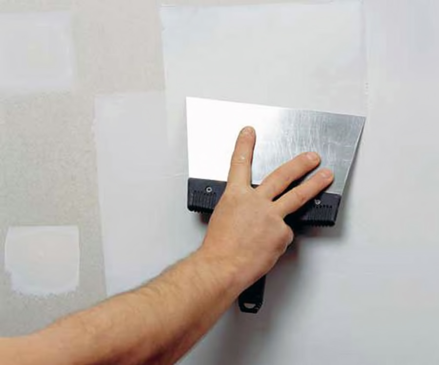 Процесс шпаклевания стены из ГКЛ