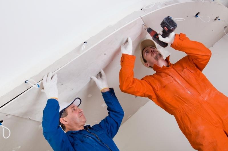 Процесс монтажа потолка из гипсокартона