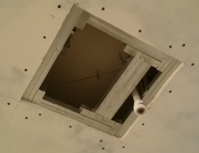 Заделывание дырки в стене из гипсокартона