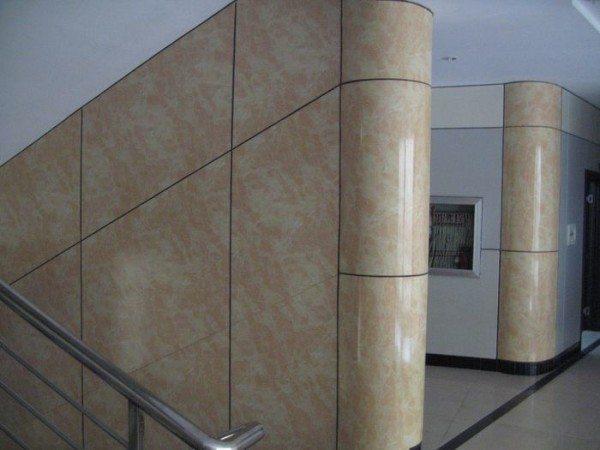Декоративная отделка стен гипсокартоном - элегантное оформление лестничной площадки