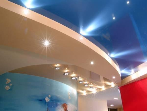 Экспериментируя с отделочными материалами, можно сделать из дома настоящее произведение дизайнерского искусства