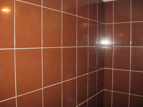 Эта плитка уложена на стену из гипсокартона