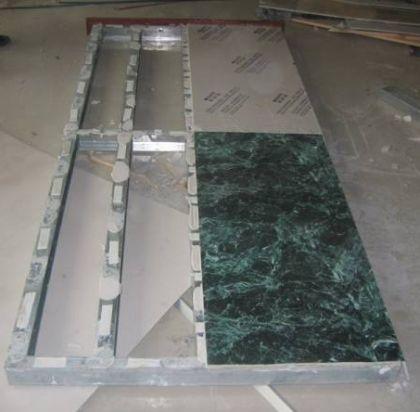 Фото фиксации ламинированных панелей на каркас из металла при помощи скотча