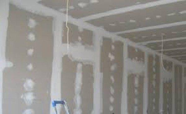 Фото нашего конечного результата – стена из гипсокартона с зашпаклеванными стыками