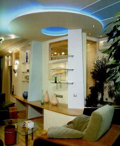 гостиная в класическом стиле сделанная из гипсокартона