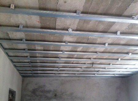 как подшить гипсокартоном потолок видео