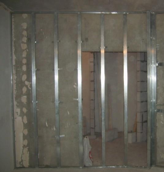 как закрепить гипсокартон к стене без профиля