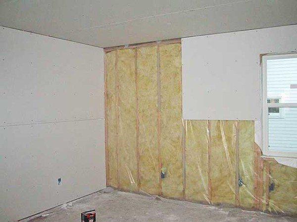 Каркас позволяет дополнительно утеплить внешние стены комнаты