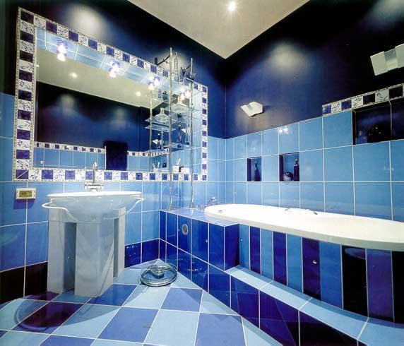 Легким движением руки ванна превращается в произведение искусств.
