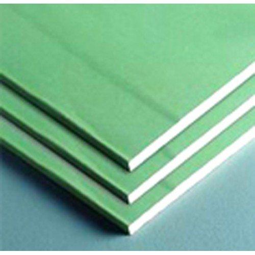Листы влагостойкого гипсокартона окрашены в зеленый цвет.