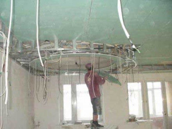 монтаж потолка многоуровнего из гипсокартона