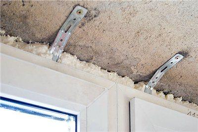 На фото видно, что для утепления и облицовки потолка оставили очень мало места