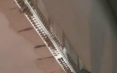 Наклейка алюминиевого наружного угла на смесь фугенфюллер.
