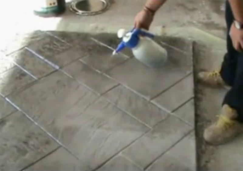 Оформить фальш-камин можно даже своими руками из подручных материалов