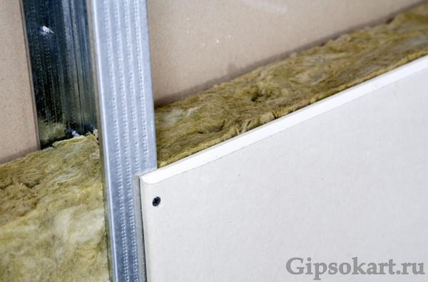 peregorodka iz gipsokartona s dveryu 4