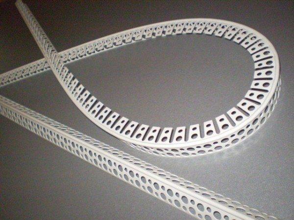 Пластиковый уголок для арочных конструкций