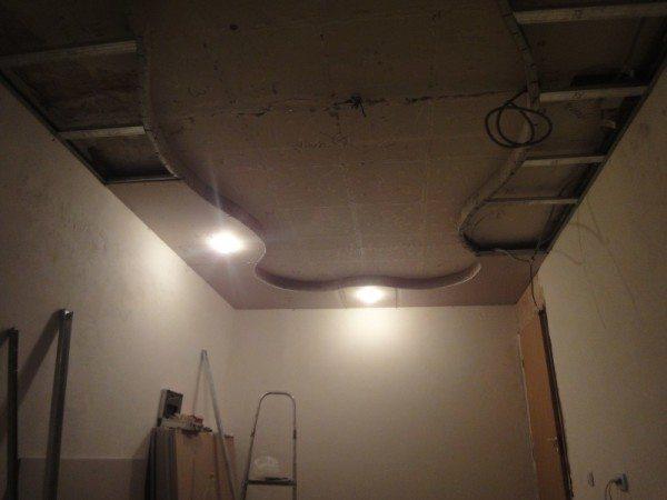 подвесные потолки из гипсокартона в зале