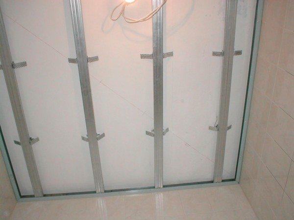 потолки из гипсокартона в ванной