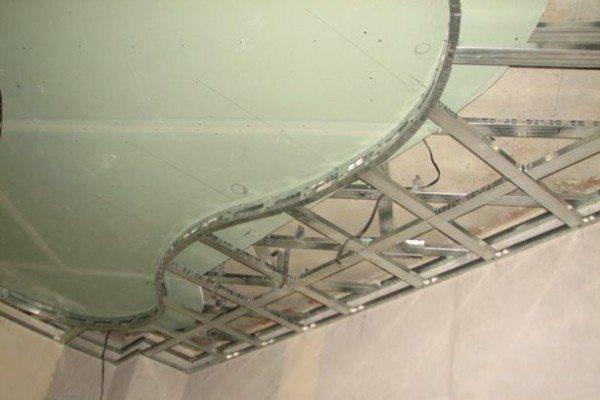 потолок из гипсокартона волна