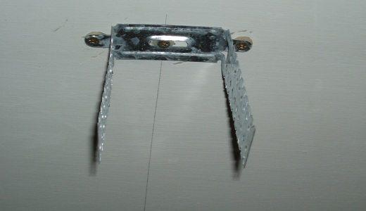 Пример установки крепежного элемента на потолок