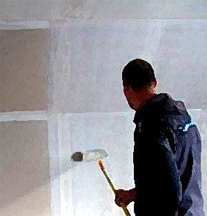 Шпатлевание стен при помощи валика