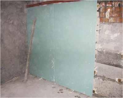 Стены должны быть чистыми и сухими