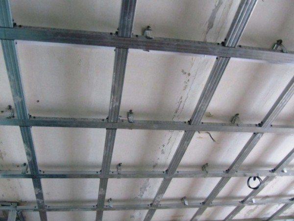 Точность монтажа каркаса второго уровня оказывает наиболее значительное влияние на прочность всего потолка