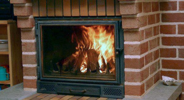 Цифровая фоторамка удивительным образом имитирует настоящее пламя