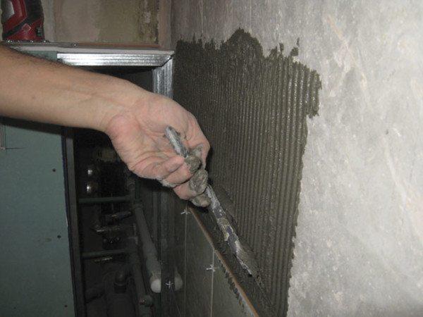 выравнивание стен гипсокартоном в ванной под плитку