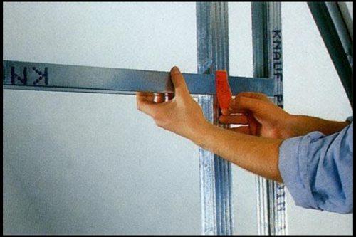 закрепить полку к несущей стене через гипсокартон