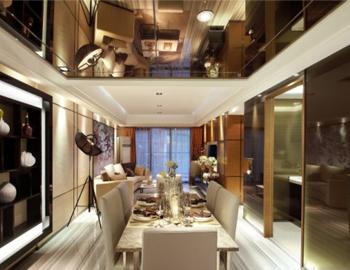Гостиная с зеркальным потолком из гипсокартона